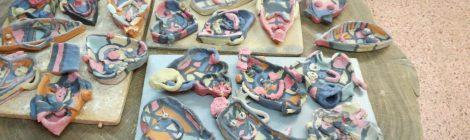 2n de Primària a ceràmica treballant el Projecte de Medi