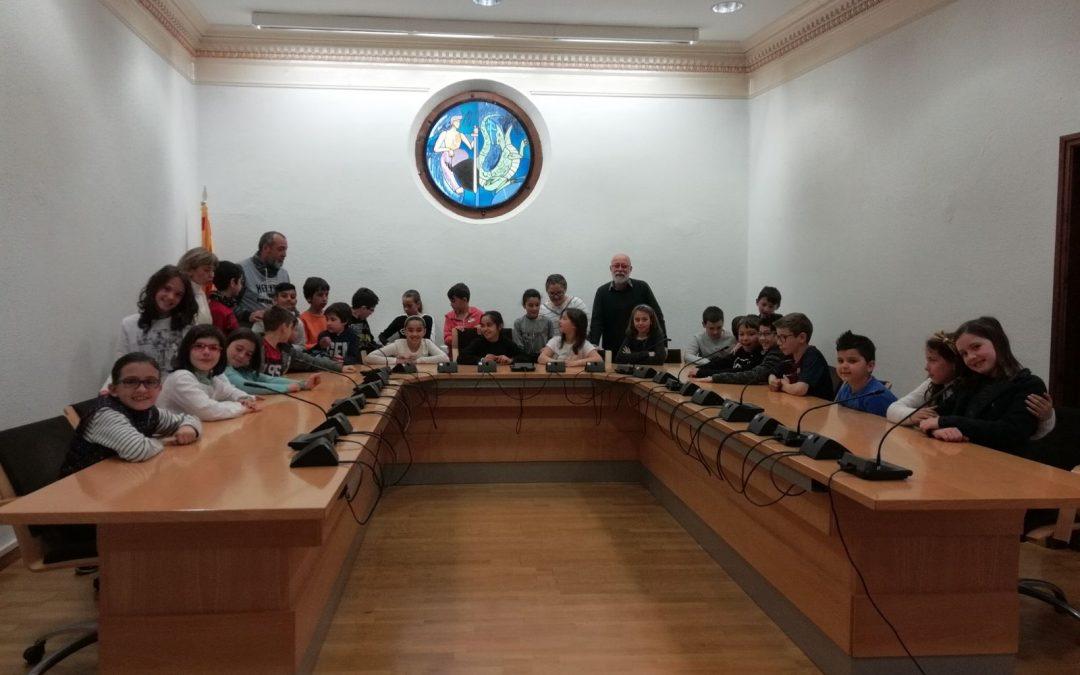 4t de Primària entrevista l'alcalde, Francesc Deulofeu, i visita l'Ajuntament